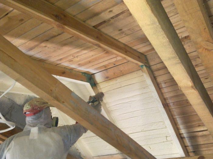 Утепление деревянных домов при помощи ППУ – в чем преимущества методики и материала?