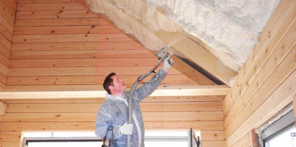 Пенополиуретановый утеплитель не требует дополнительных материалов для монтажа